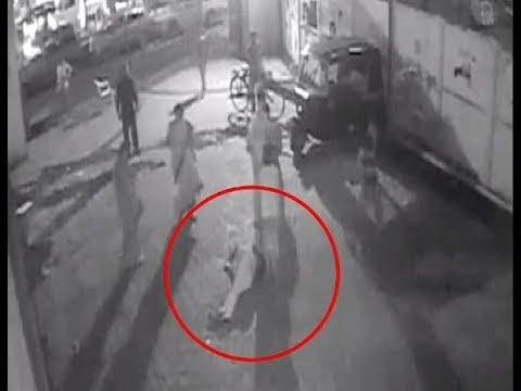 On Cam: Minor girl molested, beaten on Mumbai street - 동영상