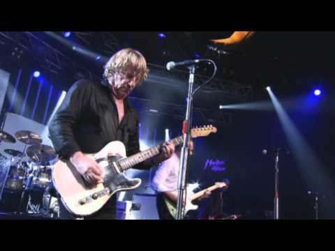 Status Quo - 14. In The Army Now (Pictures - Live At Montreux 2009) - Deluxe Edition