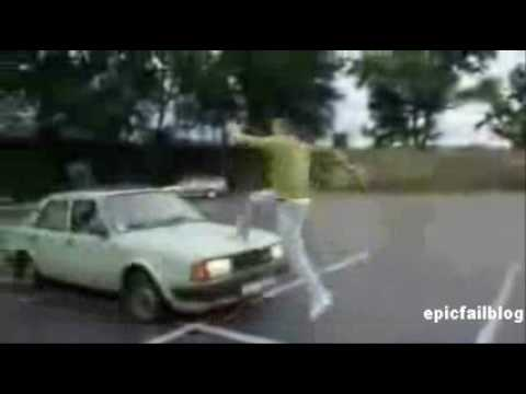 saltare-una-macchina-in-corsa-idiota
