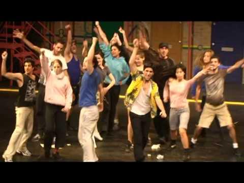 """בית צבי מאחורי הקלעים של המחזמר """"הבית שלנו"""" מאי 2010 Beit -Zvi"""