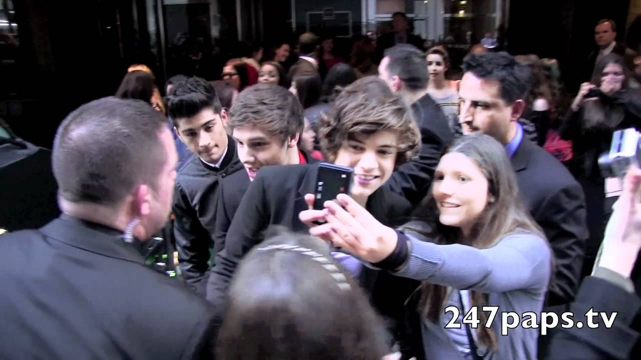 First Video of One Direction in New York City infront of there