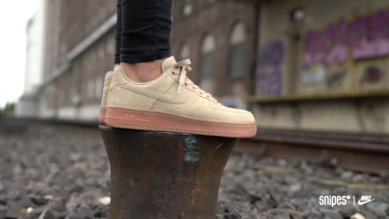 nitrógeno tragedia Entretener  SNIPES | NIKE Air Force 1 Suede To Gum - YouTube