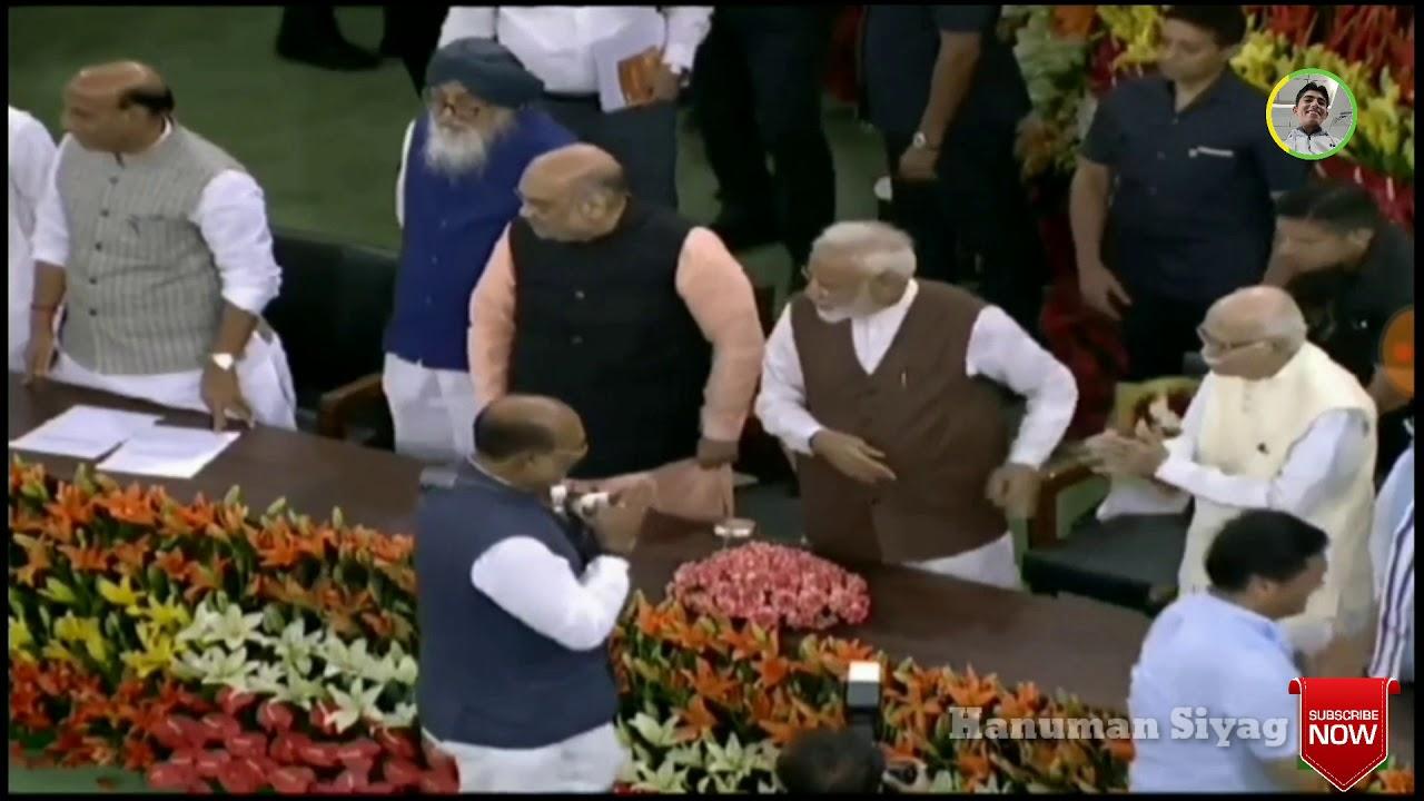 मोदी ने संसद में हनुमान बेनिवाल की पीठ थपथपाकर धन्यवाद दिया ||