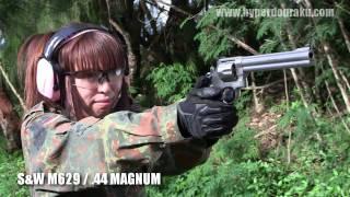 乙夜さんにダーティーハリーもご愛用の.44マグナム S&W M629を撃っても...