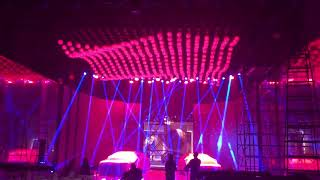 Gambar cover Eastsun Orbisfly led lifting balls kinetic light at launch event of Audi A7 (5)