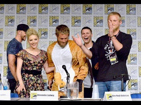 FUNNY! Travis Fimmel Ragnar Crashes 'VIKINGS' ComicCon Panel in Kangaroo Costume