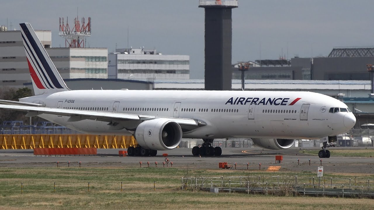 Air france boeing 777 300er f gsqa takeoff from nrt 16r for Interieur boeing 777 300er air france