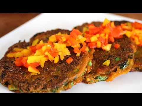 Kale pancakes (kale-jangtteok: 케일장떡)