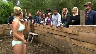 Lina Ilar hedrar sitt löfte och badar i grispolen - Farmen (TV4)