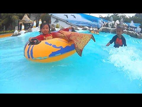 Bertemu Putri Duyung Cantik Di Kolam Renang Anak - Mermaid In A Children's Pool