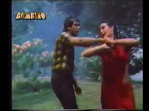 Sexy Farah Naaz Red Saree Rain Song