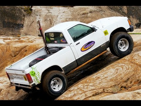 2014 Cheap Truck Challenge! 93' S10 vs 95' Grand Cherokee vs 75' International - Dirt Every Day 32