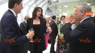 Tajani brinda al galà con la Isoardi e lei: