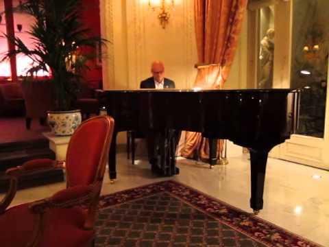 Tom Leonard Playing Piano in Paris
