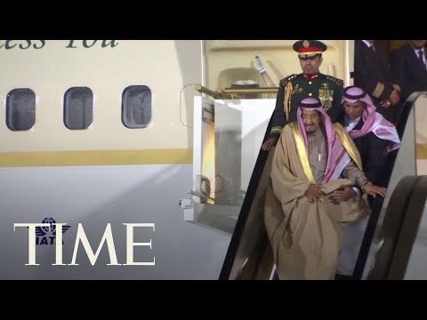 Watch The Awkward Moment The Saudi King Gets Stuck On An Escalator While Disembarking Plane | TIME