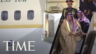 watch the awkward moment the saudi king gets stuck on an escalator while disembarking plane time