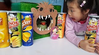 Ăn Bim Bim Ống 5 Vị và Khủng Long Xuất Hiện Trong Chiếc Hộp Thần Kì, Eating Snacks In Magic Box