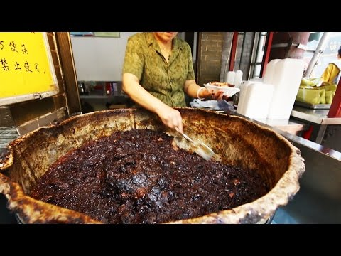 Chinese Street Food Tour in Xi'an, China | Street Food in China BEST Noodles