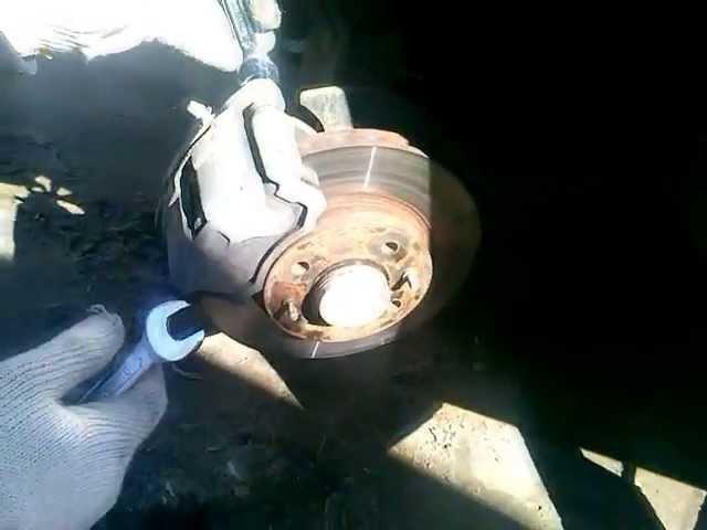 Lada Granta - замена тормозных колодок.