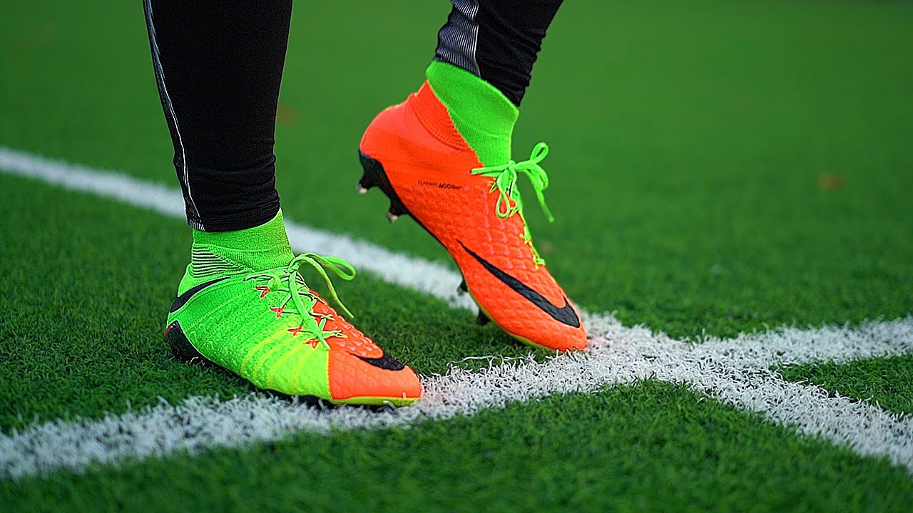 separation shoes 92223 722e9 Testing Lewandowski & Aubameyang Boots: Nike Hypervenom 3 Review by  freekickerz