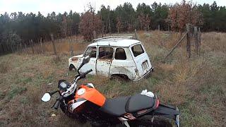 KTM 125 DUKE CROSS   Test De 0 a 70 y Aparece el Renault 4 latas abandonado monte
