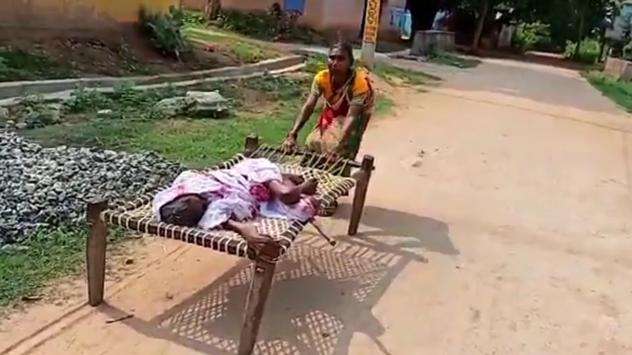 Elderly daughter carries 120-year-old mother on cot to bank for pension