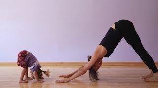 Фитнес с ребенком до года и больше(На видео фитнес с ребенком до года, простые упражнения для молодых мам. Больше информации в Рубрике «Мама..., 2014-11-23T07:15:02.000Z)