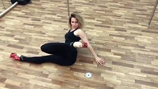 Эффект «проворота коленей» при работе в партере в Exotic Pole Dance