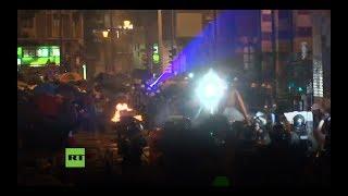 Los manifestantes en Hong Kong usan láseres para no ser identificados