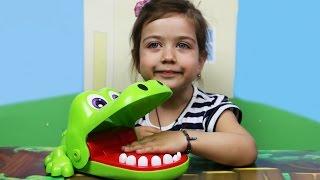 Играем вместе с Эмилюшей в Стоматолога: Лечим зубастому крокодилу Кроки зубки. Видео для детей(Сегодня наш с доктором Эмилюшей, пациент крокодил Кроки, у которого болят зубы. Наша задача, полечить зубы..., 2016-05-11T04:00:00.000Z)