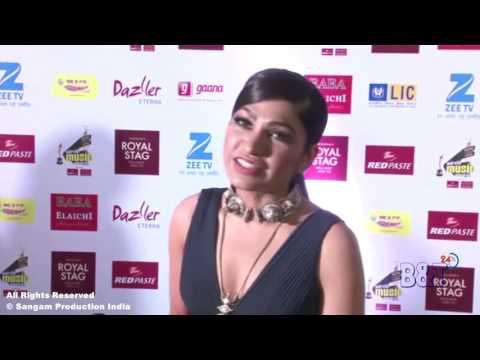 """Tulsi Kumar Singing Her Song """"Tu Kabhi Soch Na Sake"""" At The Red Carpet Of Mirchi Music Awards 2017"""