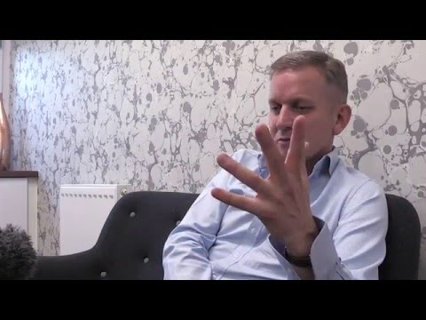 Jeremy Kyle at Brandwood Clinic, discussing hair loss and Scalp Micropigmentation