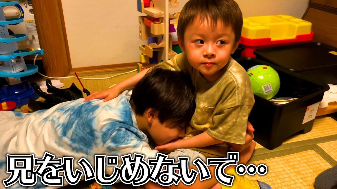 家族が泣いてると…慰めてくれる3歳児 優しい弟…「よしよし」してくれます♪