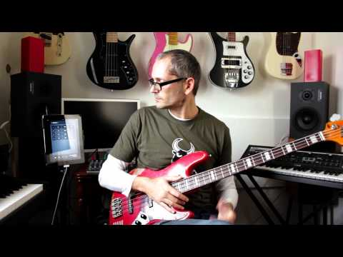 Bass theory - playing Major over minor