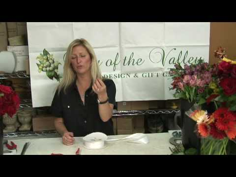 wedding-flowers-&-floral-arrangements-:-how-to-make-a-crystal-bead-bridal-bouquet