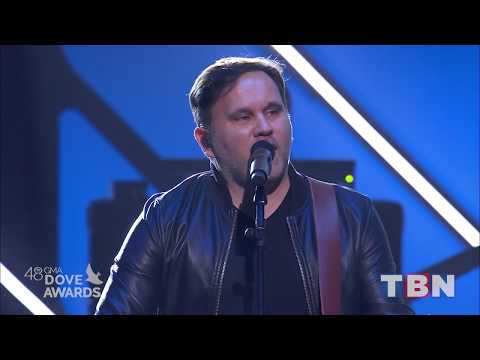 Matt Redman & Tasha Cobbs Leonard Performs Gracefully Broken