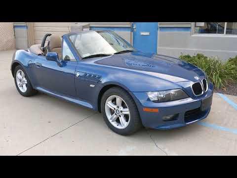 2001 Blue Metallic /Sand Beige Leather BMW Z3 Roadster 2.5i (WBACN334X1L) with an 2.5L V6 DOHC 24V engine, 5-speed stick shift transmission, located at 603 Amelia Street, Plymouth, MI, 48170, (734) 459-5520, 42.378841, -83.464546 - Photo #0