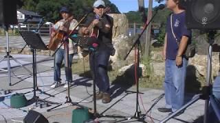 2019年10月13日(日)に舘山寺門前広場で開催された浜名湖フォークトピアライブから、「名倉まこと+Tee」の演奏です。
