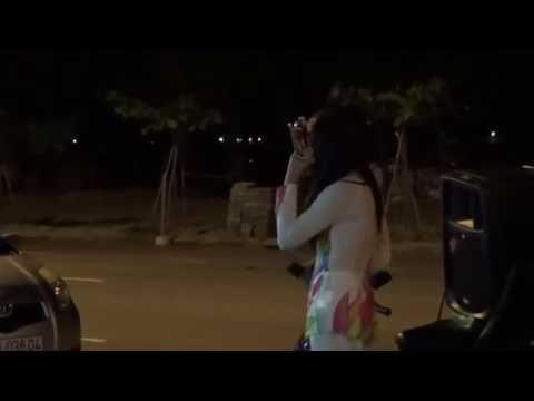 Cuộc sống mưu sinh của 2 chị em hát rong cực hay tại Đà Nẵng