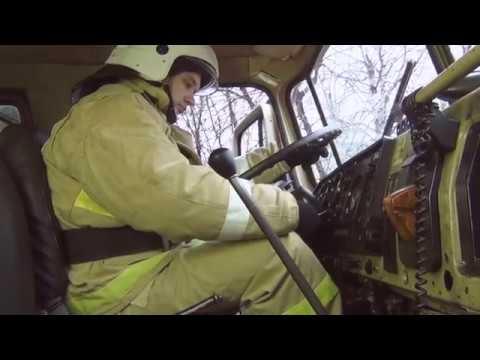 Работа с пожарным насосом на пожарной автоцистерне