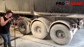 #DAF Contactless Cleaning a DIRTY Truck (100% CONTACTLESS)