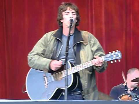 Richard Ashcroft - The Drugs Don't Work - Hop Farm 2012 - YouTube