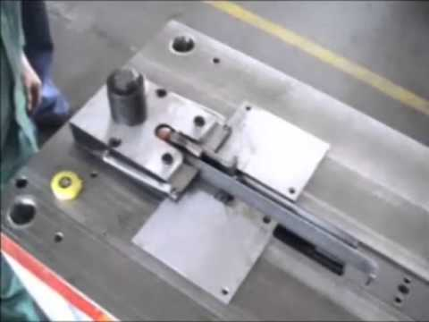 Horizontal presses tooling with movable jaws