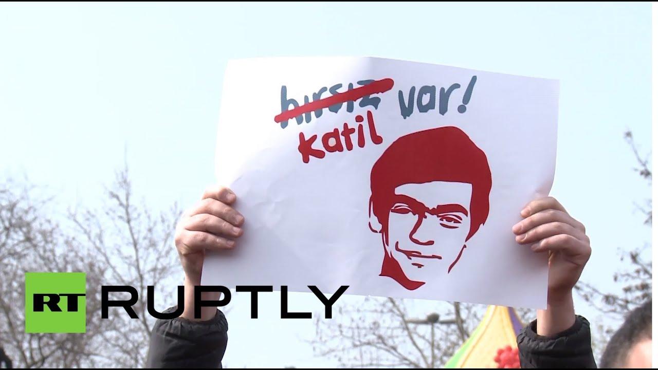 Смерть раненного в ходе протестов подростка вывела на улицы Стамбула многотысячную толпу