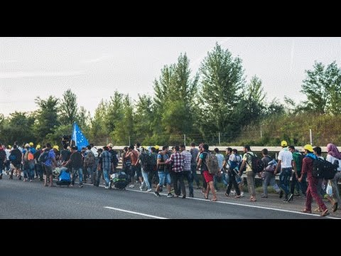 LIVE from German-Austrian border as more refugees arrive
