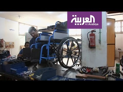 معاقون يصنعون أطرافا صناعية للفقراء في القاهرة