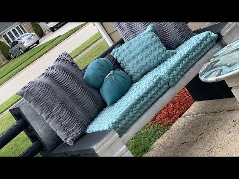 quick-and-easy-diy_cinder-blocks-and-wood-patio-furniture_cinder-block-bench_backyard-diy