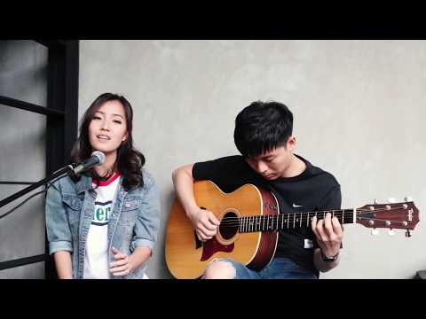 Katherine Ho - Yellow 流星 (Acoustic Chinese Cover)
