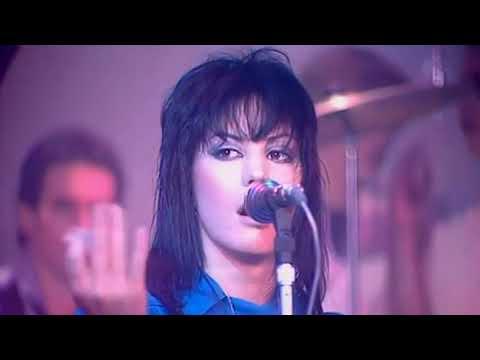 Joan Jett & The Blackhearts  -  I Love Rock 'n' Roll.