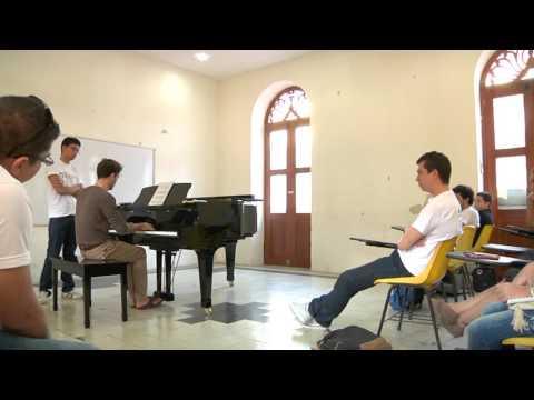 En Corto  Mauricio Vallina - Pianista